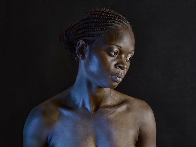 Camerun - Stiratura del seno (foto di Gildas Paré)