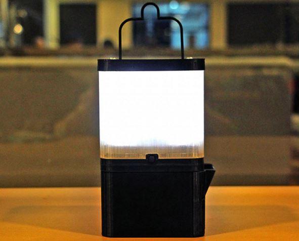 Lampada Salt alimentata con sale e acqua