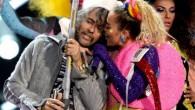 """Miley Cyrus e Wayne Coyne cantante della band americana The Flaming Lips saliranno sul palco senza vestiti, anche al pubblico sarà chiesto di spogliarsi per essere spruzzati con una sostanza bianca indicata come """"latte"""". In un post su Instagram (accanto a una foto della band e Miley Cyrus), Wayne Coyne […]"""