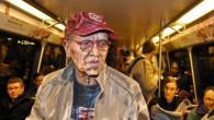 Vedete il dipinto qui sotto? Beh, in realtà l'uomo anziano con il berretto rosso all'interno di un vagone della metropolitananon è un dipinto, è una fotografia. Per essere più precisi, è una fotografia di una persona coperta di pittura (clicca l'immagine per vedere altre foto). L'idea artistica è di Alexa […]