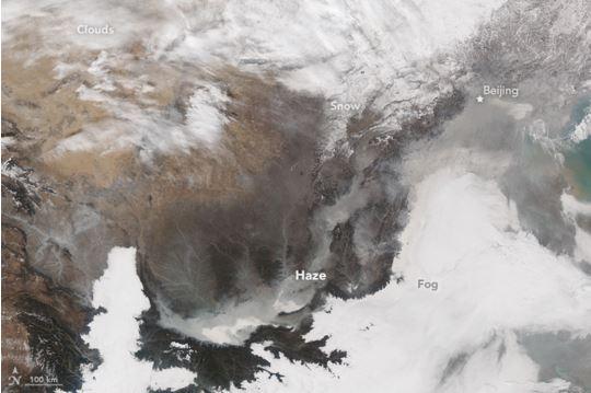 Pechino avvolta dallo smog immagine satellitare