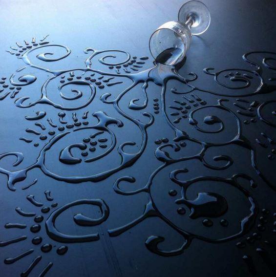 Aravis Dollmenna opere d'arte con gocce d'acqua
