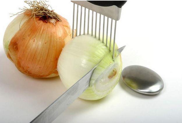 Tagliare la cipolla con pettine afro