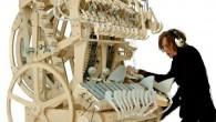 Martin Molin musicista svedese componente della band Wintergaten, ha già avuto esperienza con strumenti esoterici come il glockenspiel, traktofon o theremin, potrebbe aver superato la sua abilità musicale con l'invenzione del suo nuovo strumento: la Wintergatan Marble Machine, un carillon a manovella, comprende l'utilizzo di 2.000 biglie d'acciaio azionate attraverso […]