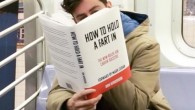 Il pendolarismo in metropolitana può essere un viaggio lungo e noioso, molte persone ascoltano la musica o portano un libro da leggere. Guardandoci intorno probabilmente abbiamo visto qualcuno fare qualcosa di strano, o leggere un libro che può essere insolito o interessante. Il comico Scott Rogowsky ha preso la metropolitana […]