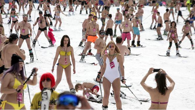 1000 sciatori in costume da bagno a Sochi