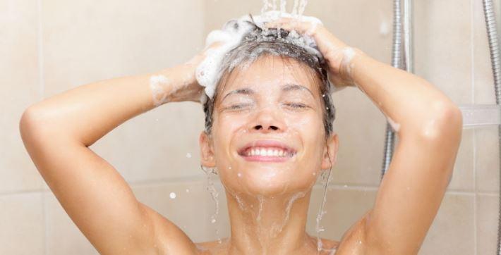 Urinare sotto la doccia per risparmiare acqua