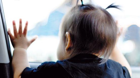 Bambino dimenticato in auto