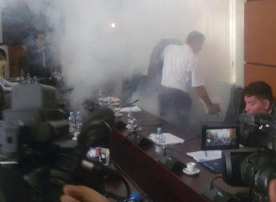 Driton Caushi gas lacrimogeni