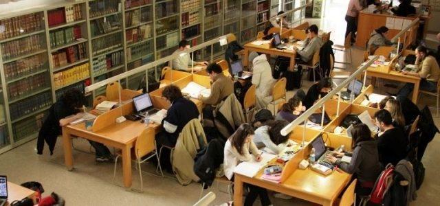 """L'Alta Corte di Delhi ha reso facile l'istruzione per gli studenti concedendo all'Università di Delhi il diritto di fotocopiare interi libri di testo da grandi editori, affermando che il copyright non è """"divino o un diritto naturale"""". Il Times of India riporta che il Tribunale indiano ha confermato la decisione […]"""
