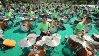 Nel mese di giugno 2016, 953 musicisti della Beijing Contemporary Music Academy a Tianjin in Cina hanno stabilito il Guinness World Record per l'esibizione della più grande Rock Band nel mondo. Il gruppo guidato dal famoso cantante / compositore Cui Jian, era composto da 349 cantanti, 154 chitarristi, 151 batteristi, […]
