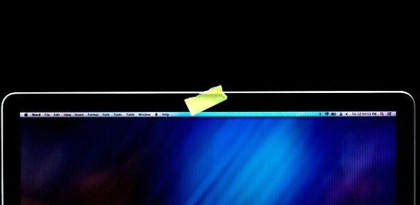 James Comey direttore dell'FBI all'inizio di quest'anno, ha provocato una grande polemica, quando ha ammesso che copre la webcam del suo personal computer con del nastro adesivo. L'idea che il capo dei servizi segreti più avanzato del mondo avrebbe il bisogno di ricorrere a un tale, rudimentale dispositivo anti-hacking, ovviamente, […]