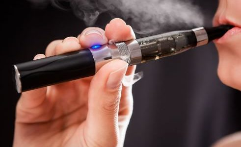 Le sigarette elettroniche, fin dalla loro introduzione, sono diventate molto popolari come alternativa al tabacco, anche se i funzionari della sanità continuano a non fornire risposta definitiva circa il loro effetto sulla salute. Forse dovrebbero essere più concentrati sulla sicurezza. Le sigarette elettroniche fondamentalmente sono dispositivi elettronici, una batteria fornisce […]