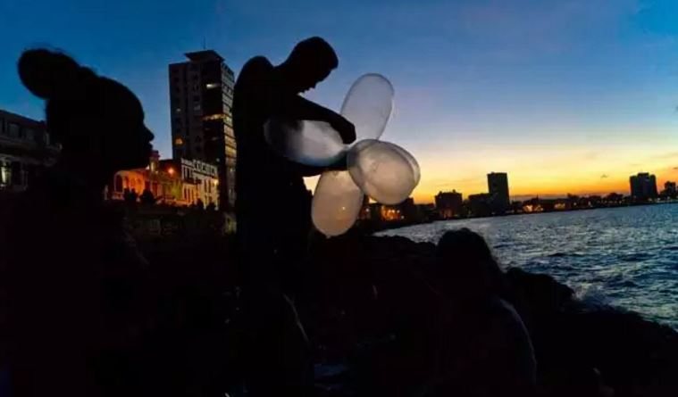 Cuba pesca a palloncino con preservativi