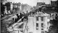 La foto è l'immagine più antica di Parigi scattata nel 1839 da Louis Daguerre, inventore della dagherrotipia il primo procedimento fotografico per lo sviluppo d'immagini. Il dagherrotipo lo stesso anno è stato reso disponibile in commercio, quindi generalmenteè stato accettato il 1839comeanno dell'invenzione della fotografia. La foto è stata scattata […]
