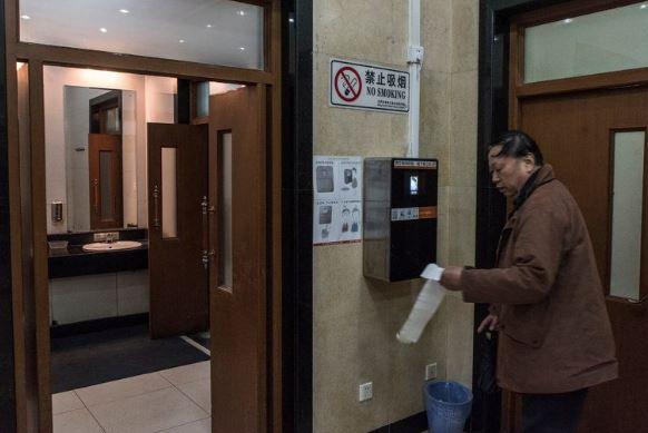 Riconoscimento facciale erogazione carta igienica in Cina