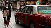 Il trasporto rapido e confortevole in Giappone è piuttosto popolare, per questo si vedono molti taxi nelle grandi città, ma non tutti i clienti amano le chiacchiere del tassista, spesso fornite con una corsa in taxi.E' scortesia dire al tassista di smettere di parlare se non si è in vena […]