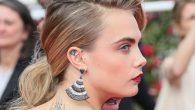 La popolarità dei tatuaggi per le orecchie quest'anno è salita alle stelle, scopriamo nuovi modi per abbellire le orecchie con l'inchiostro. Cara Delevingne supermodella e attrice britannica è stata la prima stella a mostrare la nuova tendenza con un tatuaggio di un diamante nella parte interna del suo orecchio. I […]