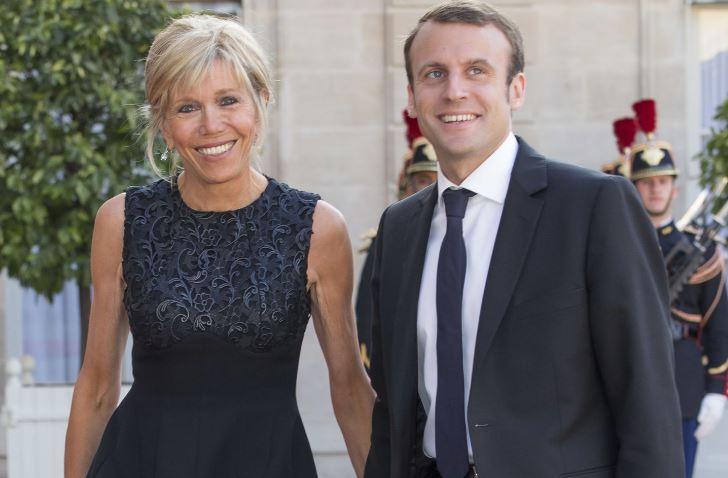 Emmanuel Macron con la moglie Brigitte Trogneux