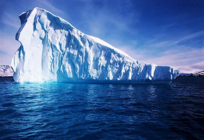 Iceberg acqua potabile per Emirati