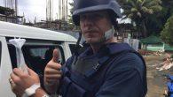 """Adam Harvey, giornalista australiano che lavora per ABC, è stato colpito al collo da un proiettile sparato da un cecchino, mentre era a Marawi nelle Filippine. Ha inviato su Twitter un'immagine ai raggi X, con il proiettile conficcato, e la scritta """"Lucky"""" (fortunato), facendo sapere sempre su Twitter di non […]"""