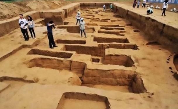 Cina antico luogo di sepoltura di persone giganti