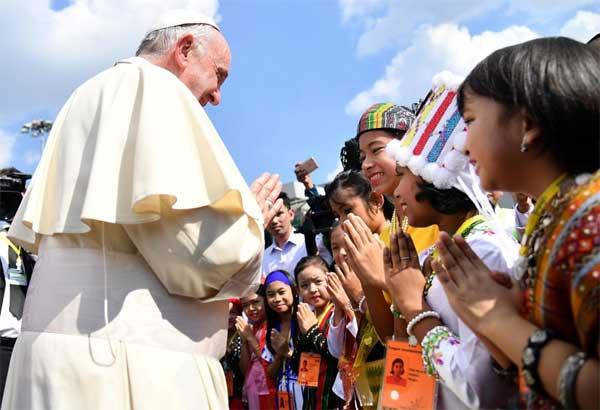 Papa visita in Myanmar