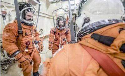 Nuova tuta spaziale con servizi igienici integrati