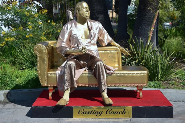 "Statua di Harvey Weinstein ""Casting Couch"""