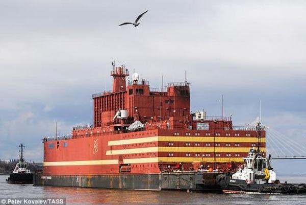Akademik Lomonosov centrale nucleare galleggiante russa