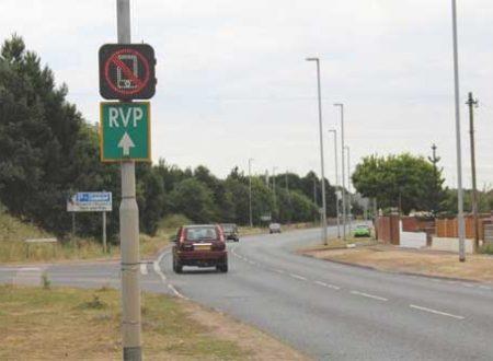 Cartelli stradali interattivi segnalano l'utilizzo dei cellulari alla guida (Video)