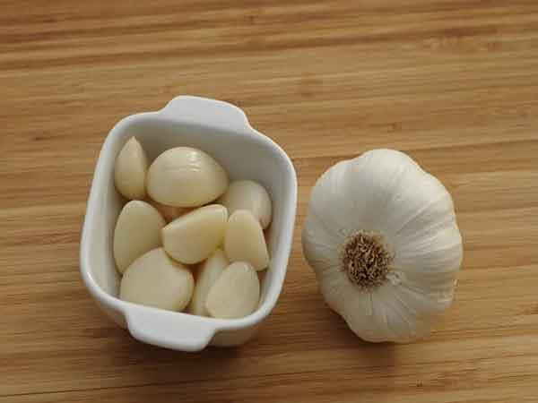Trucco sbucciare aglio