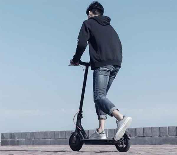 scooter elettrico (e-scooter)