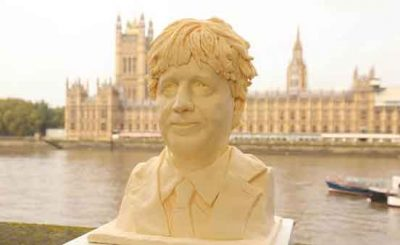 Boris Johnson busto in burro